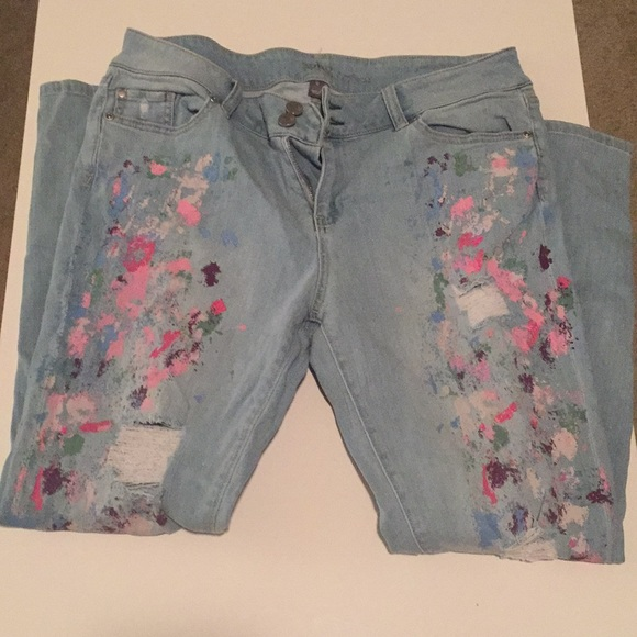 e9db76b25c56 Paint splash distressed boyfriend jeans. M 5bbae840035cf13265bc2bff